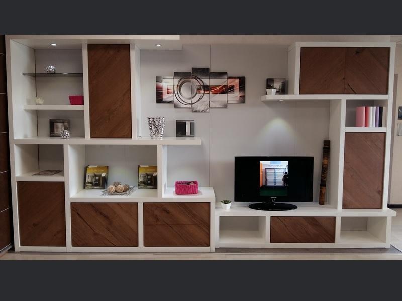 Réalisation d'une bibliothèque avec un espace TV sur-mesure