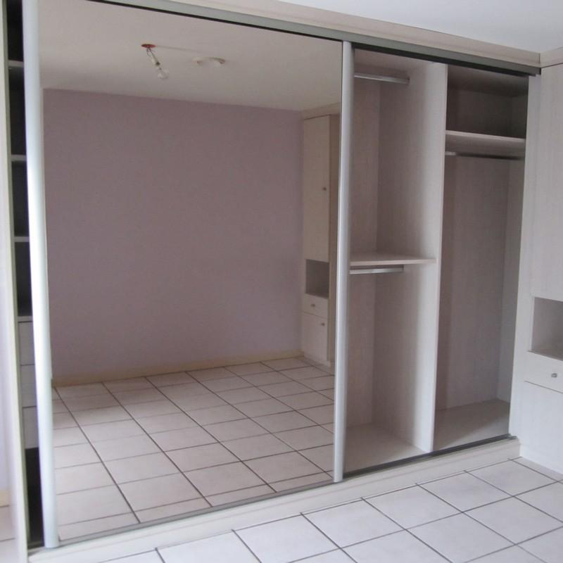 Réalisation d'un aménagement dressing sur-mesure avec des portes coulissantes