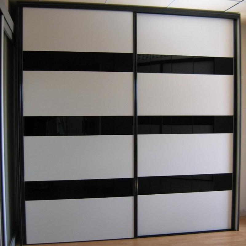 Façade de placard sur-mesure verre laqué noir et mélaminé blanc