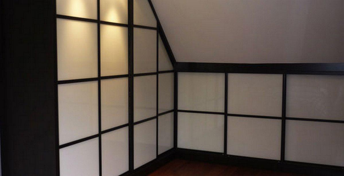 Aménagement sous-pente portes coulissantes verre laqué blanc