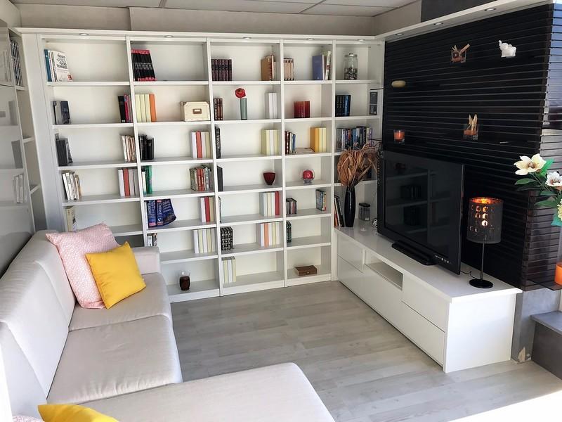 Ensemble bibliothèque, meuble TV et lit escamotable